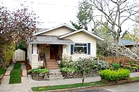 Hawthorne bungalow treasure and gardener's delight